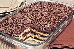 O Pavê de Brigadeiro é uma sobremesa deliciosa, fácil de fazer e que vai deixar toda a família com água na boca. Faça hoje mesmo! Veja Também: Pavê Alpino