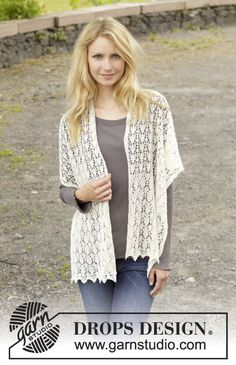 "Knitted DROPS shawl with lace pattern in ""Lace"", ""Alpaca"" or ""BabyAlpaca Silk"". ~ DROPS Design"