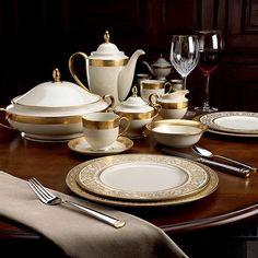 Elegant Table Settings, Beautiful Table Settings, Fine China Dinnerware, Dinnerware Sets, Dining Room Table Decor, A Table, Dining Rooms, Gold Table, Terracotta