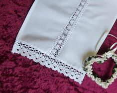 All articles are lovingly handmade in our manufactory in Germany. Taufschal made of pure white cotton with hollow hem lace. Dimensions of the baptism scarf Induvidualisierbar with name and christening for an extra charge. Etsy, Napkins, Image, White Cotton, Hemline, Girdles, Towels, Things To Do, Dinner Napkins