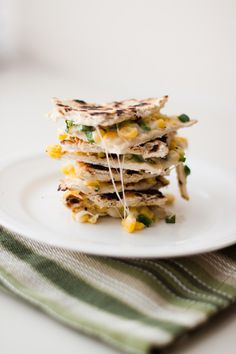 sweet corn quesadillas - great with a black bean soup Entree Recipes, Healthy Dessert Recipes, Mexican Food Recipes, Appetizer Recipes, Cooking Recipes, I Love Food, Good Food, Yummy Food, Quesadillas