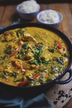 Chicken-Spinat-Curry: Soulfood leicht gemacht - My list of the most healthy food recipes Indian Food Recipes, Asian Recipes, Paleo Recipes, Dinner Recipes, Chicken Spinach Curry, Spinach Stuffed Chicken, Clean Eating, Healthy Eating, Healthy Food