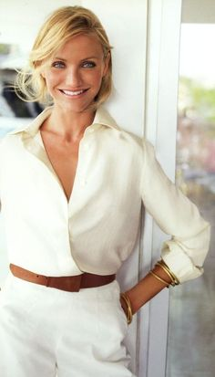 Cameron Diaz in a white blouse and white pants. Cameron Diaz in a white blouse and white pants. Diaz , Cameron Diaz in white blouse and white slacks. Fashion Over 40, Look Fashion, Classic Fashion Style, Classic Style Women, Classic Beauty, White Fashion, Cameron Diaz Style, Cameron Diaz Hair, Cameron Diaz Body