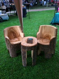 Chain saw carved table and chairs.. All one piece