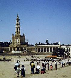 Estar en la plaza de la Catedral de Fátima en Portugal, viendo la devoción de quienes la visitan es algo para recordar el resto de tus días.