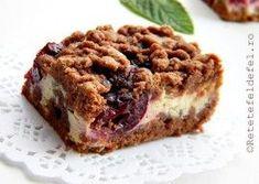 PRAJITURA CU CIRESE SI CREMA DE BRANZA Romanian Desserts, Cake Cookies, Banana Bread, Food To Make, Delish, Sweet Treats, Deserts, Food And Drink, Sweets