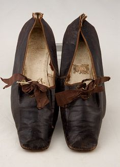 Lady's Leather Tie Shoes, 1830-1850 - Lot 314 $316.25