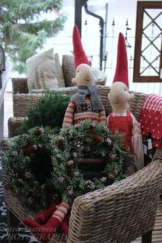 these look like my Danish elves! Danish Christmas, Christmas Makes, Christmas Mood, Scandinavian Christmas, All Things Christmas, Christmas Crafts, Christmas Decorations, Christmas Ornaments, Holiday Decor