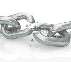 Eslabones de una cadena se separan para simbolizar el final de una relación o conexión de negocio Foto de archivo