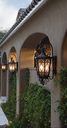 Tuscan design – Mediterranean Home Decor Mediterranean Style Homes, Spanish Style Homes, Spanish House, Mediterranean Architecture, Spanish Colonial, Mediterranean Lighting, Spanish Home Decor, Italian Home Decor, Tuscan Style Homes