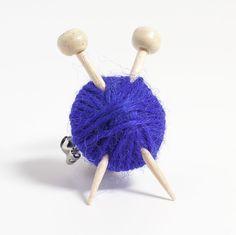 Purple Knitter's Brooch - Yarn and Needles from Max's World by DaWanda.com