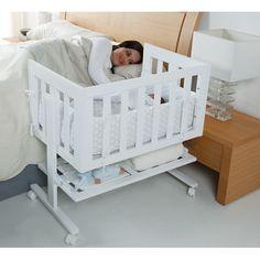 Le co-dodo ou sommeil partagé, désigne le fait de dormir dans le même lit ou la même chambre que son enfant. les nouveaux-nés et les enfants en bas âge se réveillent fréquemment la nuit. Ce mini-berceau vous permet de garder votre bébé près de vous les premiers mois.