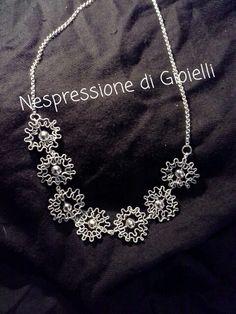 Collana fiori neri e argento. Riciclo Capsule Nespresso.