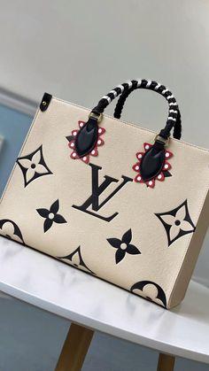 Luxury Purses, Luxury Bags, Cute Purses, Purses And Handbags, Luxury Lifestyle Fashion, Beautiful Handbags, Vintage Purses, Fashion Bags, Fashion Usa