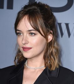 7 Hairstyles To Try If You Have Curtain Bangs (That Are All Dakota Johnson-Approved) – short hair bangs Short Hair With Bangs, Short Hair Styles, New Hair, Your Hair, Blond Hairstyles, Curtain Bangs, Dakota Johnson Style, How To Style Bangs, Hair Trends