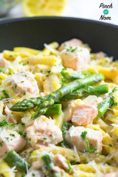 This Syn Free Creamy Salmon and Asparagus Pasta has to be one of the best pasta dishes we've created since we started on our Slimming World journey. Slimming World Dinners, Slimming World Recipes Syn Free, Slimming Eats, Slimming World Pasta Dishes, Slimming World Lunch Ideas, Slimming World Free, Asparagus Pasta, Salmon And Asparagus, Shrimp Pasta