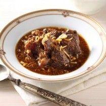 Tak lengkap rasanya jika sayur godog untuk menikmati ketupat sudah tersedia tetapi tak ada semur daging. Coba resep berikut yuk!