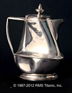 Titanic Artifact: Silver Chocolate Pot This beautiful, silver chocolate pot would have been used on board Titanic to serve hot chocolate to the first class passengers to help warm them up on the cold days during the voyage. Rms Titanic, Titanic History, Titanic Movie, Titanic Poster, Titanic Wreck, Southampton, Belfast, Morgue Photos, Titanic Artifacts