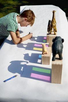 1. Sæt dyr og andre figurer ud på et tegneark, så de kaster en tydelig skygge på det. 2. Tegn rundt om figurens skygge. 3. Hvis man har lyst, kan man tegne/male detaljer på den figur, som man har tegnet. #Lekolar #DIY #Kreativitetforbørn #Skyggebilleder #Craft Toddler Learning Activities, Infant Activities, Preschool Activities, Kids Learning, Projects For Kids, Diy For Kids, Crafts For Kids, Diy Pour Enfants, Kids Art Class