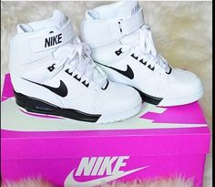 2014 cheap nike shoes for sale info collection off big discount.New nike roshe run,lebron james shoes,authentic jordans and nike foamposites 2014 online. Nike Free Shoes, Nike Shoes Outlet, Running Shoes Nike, Nike Wedge Sneakers, Nike Wedges, Sneaker Wedges, White Sneakers, Airmax Thea, Sport Mode