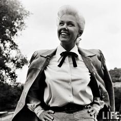Doris Day in Calamity Jane-ok, I know she's straight, but wow is she attractive!