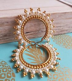 1564327066 in vj_guapas_accesorios for giftcardsgiveaway. Brick Stitch, Wire Art, Bead Weaving, Beaded Embroidery, Beaded Earrings, Seed Beads, Diy Jewelry, Textiles, Silver