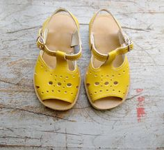 French vintage / kids / sandal shoes / sandals / yellow ocher / new old… Little Girl Fashion, My Little Girl, My Baby Girl, Kids Fashion, Kid Shoes, Girls Shoes, Baby Shoes, Kids Sandals, Shoes Sandals