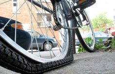 Bike maintenance & repair for first-time commuters. Get the right tools & learn 4 basic skills: diagnosing & fixing a flat bike tire, adjusting your brakes, & cleaning & lubricating your chain & drivetrain. Bicycle Paint Job, Bicycle Painting, Lowrider Bicycle, Car Fix, Flat Tire, Commuter Bike, Bike Chain, Car Cleaning, At Least