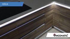 Iluminación LED para los Muebles de Cocina Luz Natural, Ideas Para, Flat Screen, Stairs, Home Decor, Wall Of Windows, Roof Lantern, Walls, Decorating Kitchen