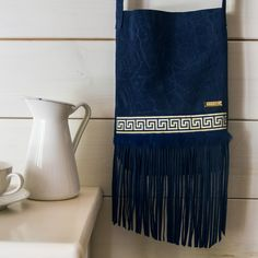 Textured blue leather / Fringe