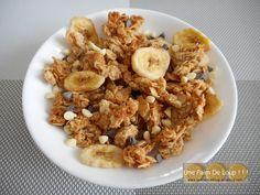 Pépites de granola choco banane  http://unefaimdeloup.eklablog.com/pepites-de-granola-choco-banane-a126956672