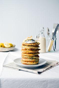 Citron og birkes pandekager – eatingthemplants Pancakes, Place Card Holders, Snacks, Breakfast, Food, Lemon, Maple Syrup, Morning Coffee, Appetizers