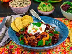 Chili sin carne   Oppskrift   Meny.no I Want To Eat, Nachos, Guacamole, Stew, Chili, Vegan Recipes, Vegan Food, Good Food, Vegetarian