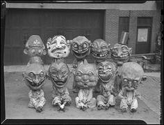 I just love those creepy masks 👻🎃👹 . Photos D'halloween Vintage, Vintage Halloween Photos, Photo Vintage, Vintage Photographs, Vintage Posters, Vintage Bizarre, Creepy Vintage, Masque Halloween, Halloween Fun