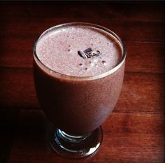 Chocolate Lover's Smoothie with cacao and maca - Wholesomely Homemade
