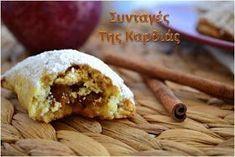 Μικρές απολαυστικές μηλόπιτες με τραγανή ζύμη και μυρωδάτη γέμιση! Όσο τα ετοίμαζα, όλο το σπίτι μοσχοβολούσε κανέλα, μήλο και πορτοκάλι! ... Greek Desserts, Apple Desserts, Greek Recipes, Low Calorie Cake, Apple Chips, Sweets Cake, Different Recipes, Amazing Cakes, Sweet Tooth