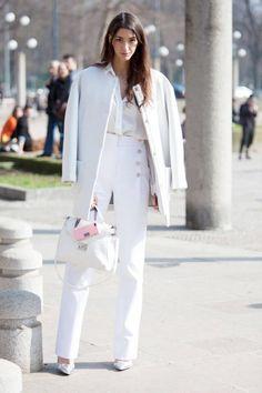Milan Fall 2014 fashion week street style - love all white for fall Boutique Fashion, Net Fashion, Fashion Mode, Office Fashion, White Fashion, A Boutique, Look Fashion, Fashion Photo, Autumn Fashion