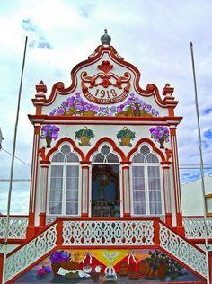 Impérios do Divino Espirito Santo. - Açores