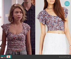 Haley's floral crop top on Modern Family.  Outfit Details: http://wornontv.net/51858/ #ModernFamily
