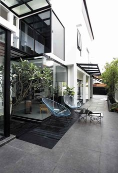 House Tour: Open-plan design and statement furniture in this semi-detached house - Home & Decor Singapore Semi Detached, Detached House, Oak Dining Table, Plan Design, Open Plan, House Tours, Singapore, Stairs, Patio