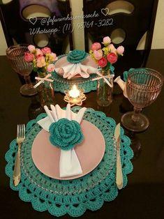 Como Fazer Flor de Crochê: 46 Modelos com Passo a Passo Crochet Placemats, Crochet Table Runner, Table Runner Pattern, Crochet Quilt, Crochet Decoration, Decoration Table, Crochet Dollies, Crochet Kitchen, Crochet Baby Clothes