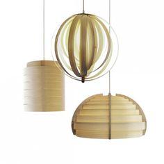 La collezione di lampade a sospensione Timber fa parte del progetto no profit realizzato da Plinio il Giovane in collaborazione con la falegnameria etica del carcere lombardo di Bollate.