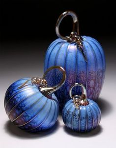 Blue Pumpkin Set Blue Pumpkin, Pumpkin Art, Pumpkin Crafts, Selling Crafts Online, Coloured Glass, Purple Home, Perfume, Glass Pumpkins, Glass Artwork