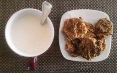 Desayunando con galletas de avena y platano