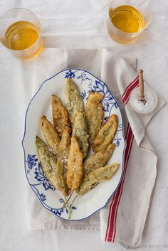 Fried sage leaves are probably the easiest appetizer you can serve to open a summer Tuscan meal. They are usually paired with other fried goodness...