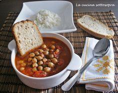 La zuppa piccante di ceci con riso basmati è un piatto unico, adatto per le fredde giornate invernali..un piatto buono e ricchissimo di proprietà nutritive.
