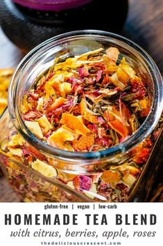 Homemade tea blend with citrus, berries, apples, roses and white tea is an invigorating infusion of sweet fruit flavors and the lively taste of antioxidant rich white tea. It is a quick and easy to make gluten free tea beverage. This healthy tea blend rec Low Carb Diets, Plat Vegan, Homemade Tea, Cooking Recipes, Healthy Recipes, Fruit Tea Recipes, Dehydrated Food, Tea Blends, High Tea