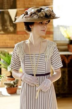 Downtown Abbey- why cant we still dress like this?!