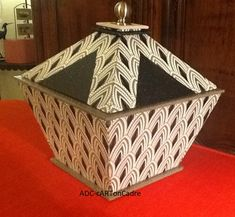 Pyramid box made by Annick Morel from Dany's technical sheet Morel, Metal Trays, Diy Box, Diy Hacks, Metal Art, Diy Gifts, Packaging Design, Origami, Upcycle