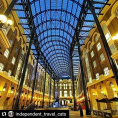 Great memories!  #Repost @independent_travel_cats  The beautiful Hays Galleria in London  #haysgalleria #haysgallery #london #shopping #westminster #gallery #londonatnight #londonshopping #lovegreatbritain #city #citylife #travel #shoppingarcade #galleria #traveling #instatravel #england #visitlondon #visitengland #visitbritain